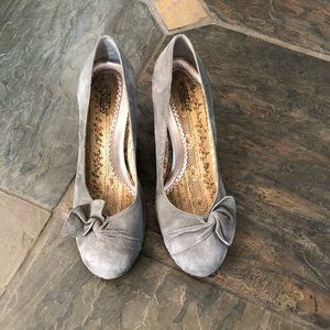 Seychelles light gray suede wedges